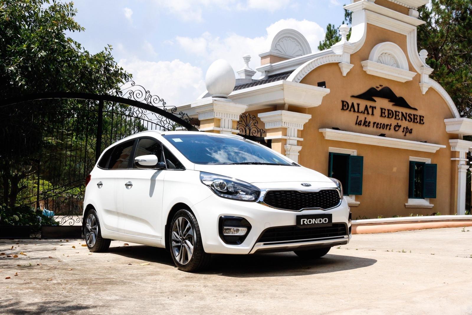 Thông số kỹ thuật xe Kia Rondo 2019 bản Standard MT vừa ra mắt Việt Nam